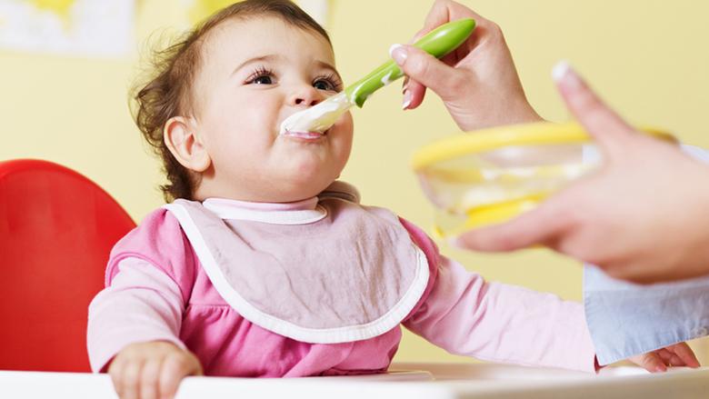 Kur mund t'i jepni kos dhe djathë bebit tuaj?