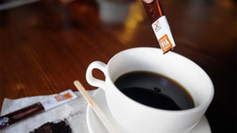 Instant kafeja nga qeset, e dëmshme për shëndet?