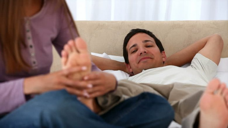 Si t'i njohim meshkujt nga gishtat e këmbëve?