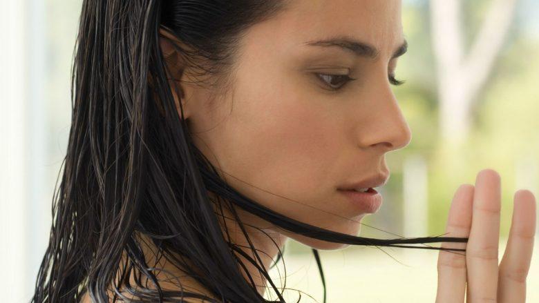 Shtatë mënyra që ta zgjidhni problemin me flokët e yndyrshme