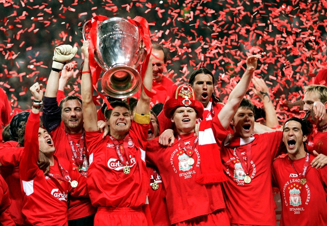 Football - Liverpool v AC Milan UEFA Champions League Final - Ataturk Olympic Stadium, Istanbul - 25/5/05 Liverpool's Steven Gerrard lifts the Champions League trophy with his team mates Mandatory Credit: Action Images / Darren Walsh Livepic