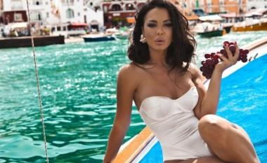 Aurela Hoxha publikon foto seksi me bikini, a po përdor sërish photoshop? (Foto)