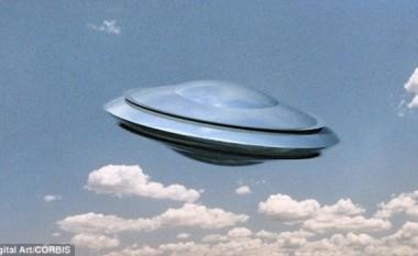 """""""UFO""""-t dhurojnë spektakël mbi Elbasan (Video)"""