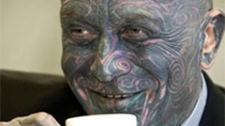 Franz: Kompozitori me tatuazhe kandidat për president të Çekisë