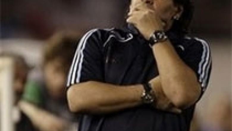 Maradona i thotë lamtumirë futbollit?