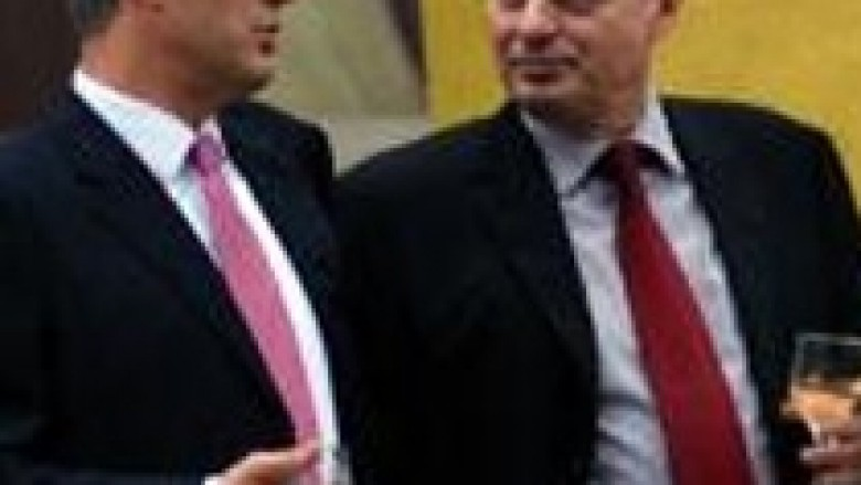 Thaçi rrezikon qeverisjen me mosshkarkim të Çekut