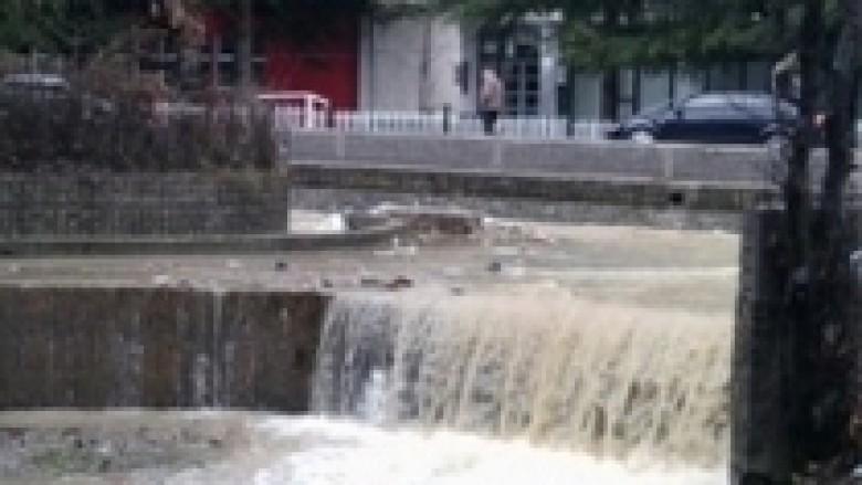 Vërshohet Peja