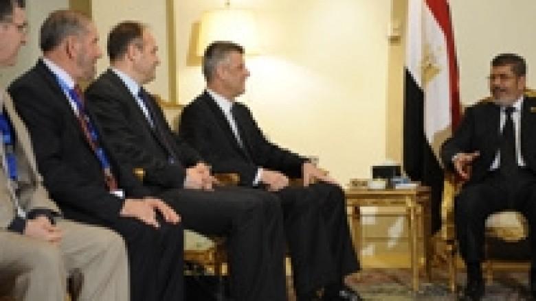 Presidenti i Egjiptit premton se shumë shpejt do ta njohë Kosovën