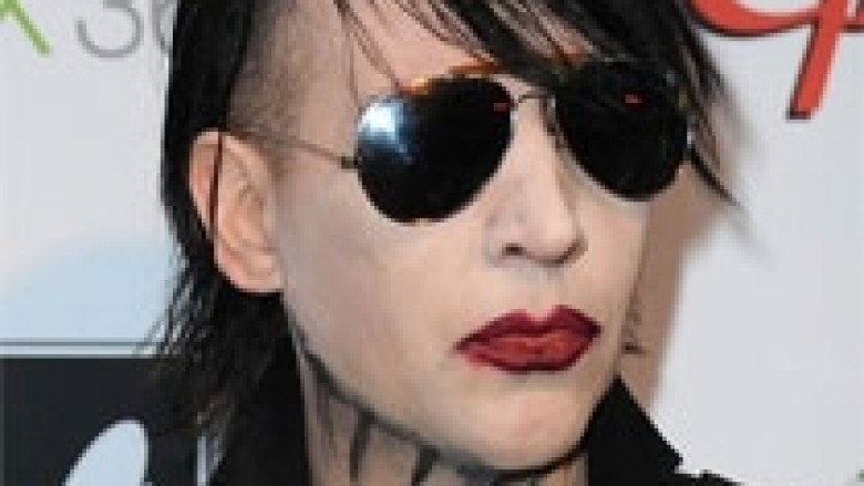 Marilyn Mansonit i bie të fikët në skenë