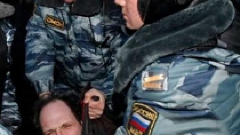 Ish-policët rusë dënohen për torturë