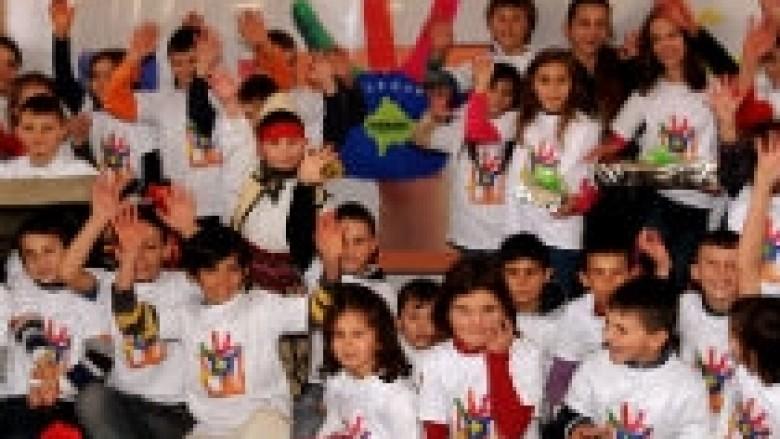 Fëmijët e Hanit të Elezit festuan me dhurata pavarësinë e Kosovës
