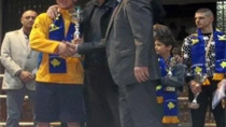 "Boshnjaku Avdic fiton turneun ""Pavarësia 2013"""
