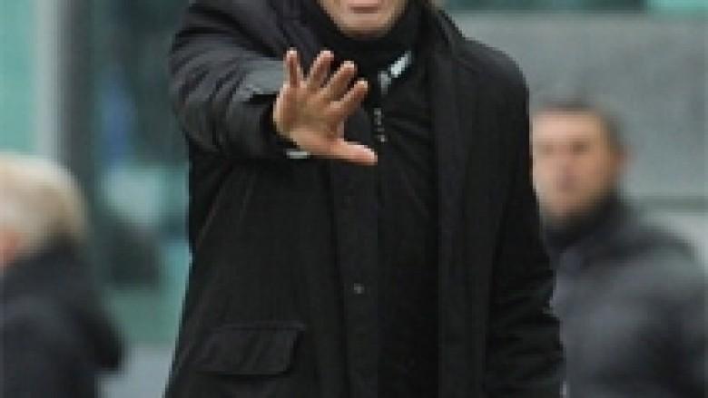 Conte kritikon tifozët e Juves