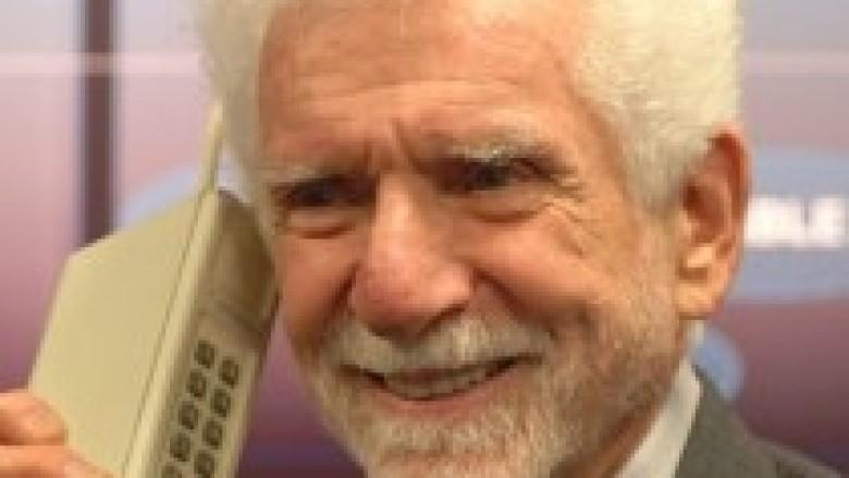Telefoni mobil sot mbush 40 vjet