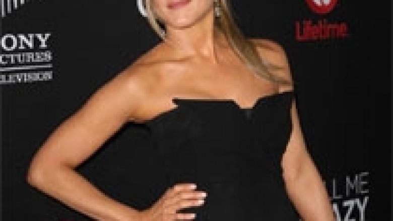 Aniston shtyn dasmën