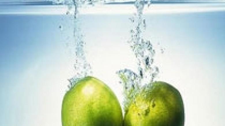Lëngu i mollës kuron gurët në veshka