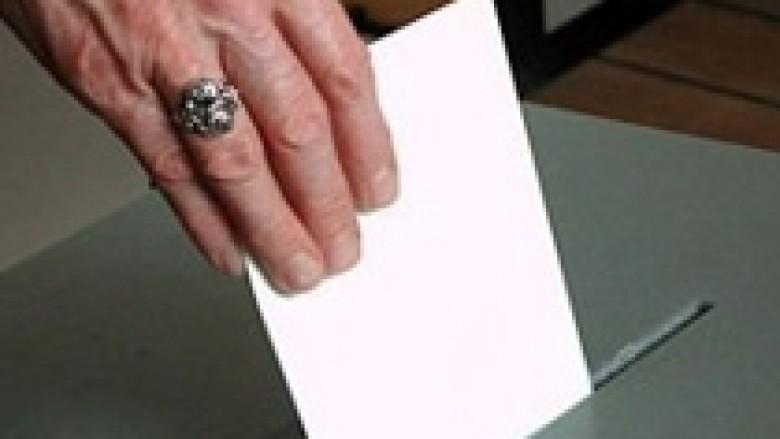 Pranimi i shtetësisë të jetë kusht për votim