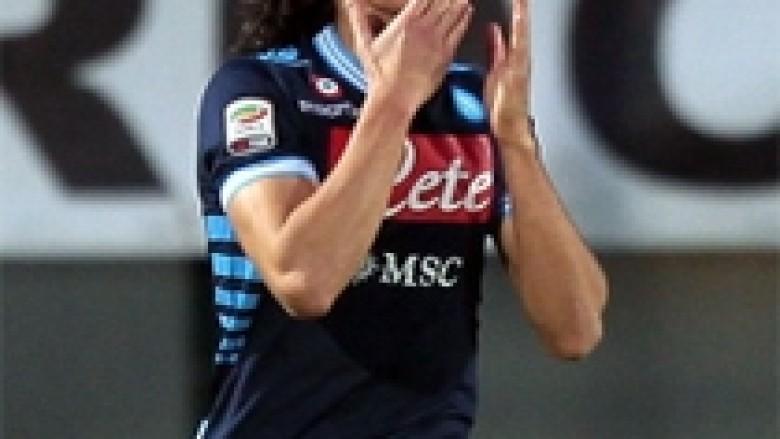 Napoli i thotë jo ofertës së Chelseat për Cavanin