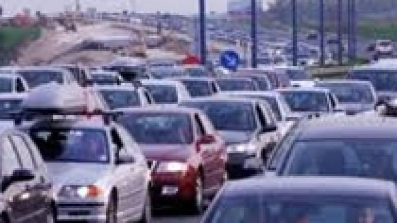 Arka e shtetit mbushet nga taksat e veturave