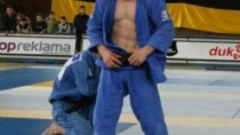 Akil Gjakova fiton medaljen e artë në Estoni
