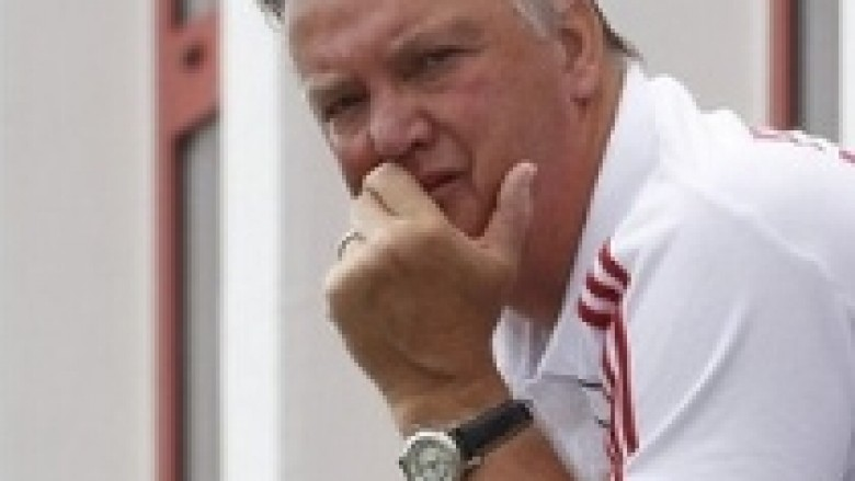 Van Gaal i zhgënjyer me situatën e Sneijder