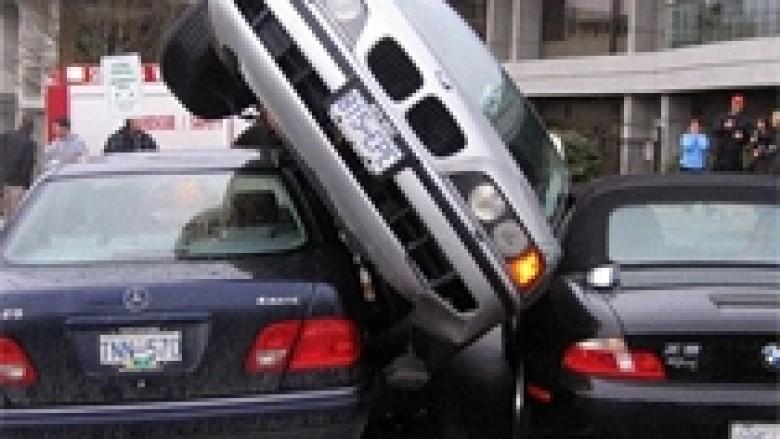 Ja si NUK duhet të parkoni (Video)