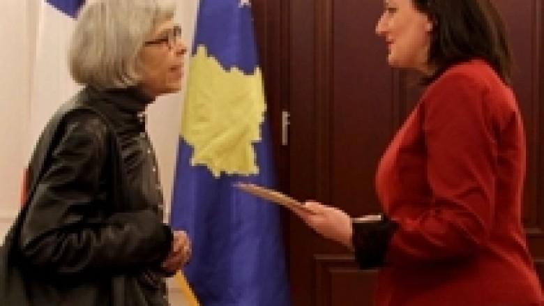 Jahjaga pranoi kredencialet nga ambasadorja e Francës