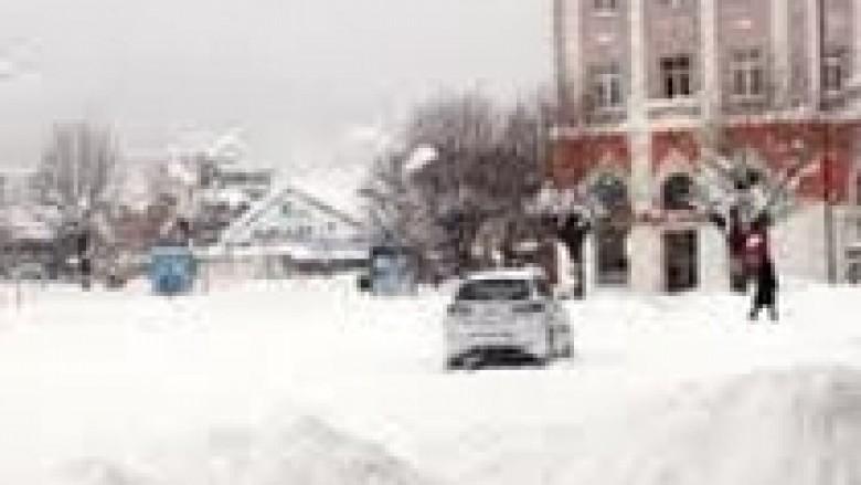 Bora bllokon Pejën