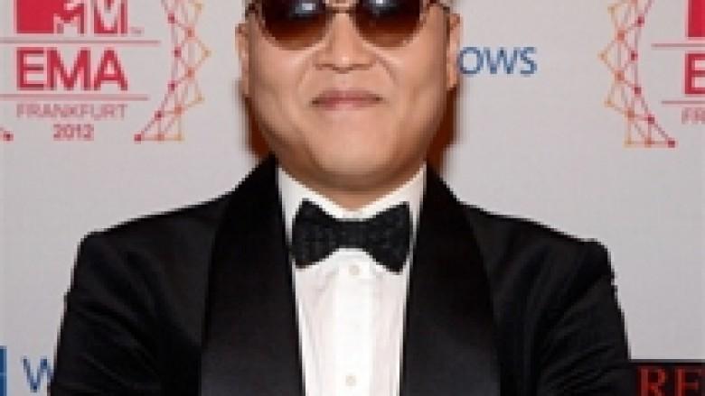 """Gangnam Style"" kalon miliardëshin (Video)"