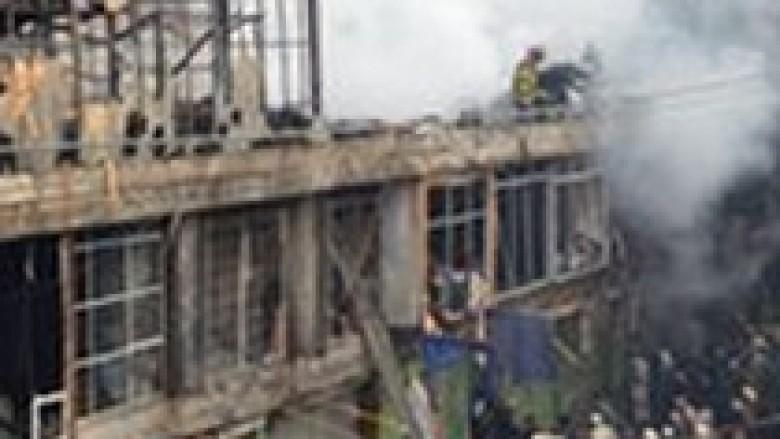 Zjarri përfshinë një qendër tregtare në Kabul