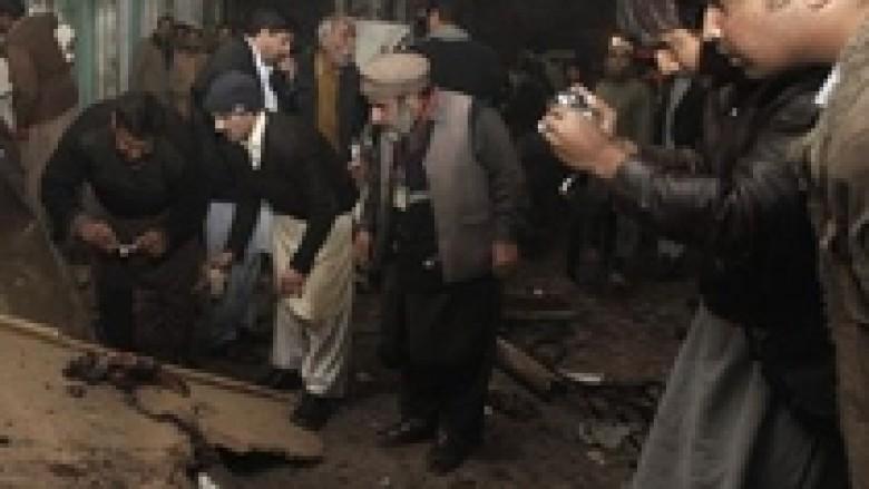 Pakistan: Nëntë të vrarë në sulmin vetëvrasës