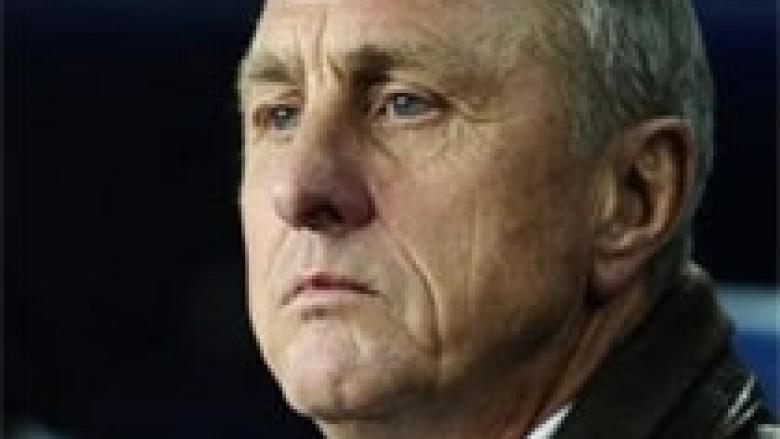 Cruyff: Arsenali nuk duhet ta shkarkojë kurrë Wengerin