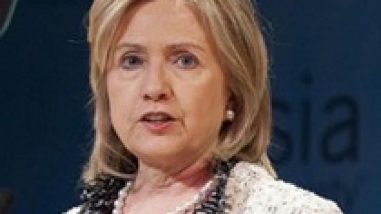 Clinton kthehet në zyrë pas sëmundjes