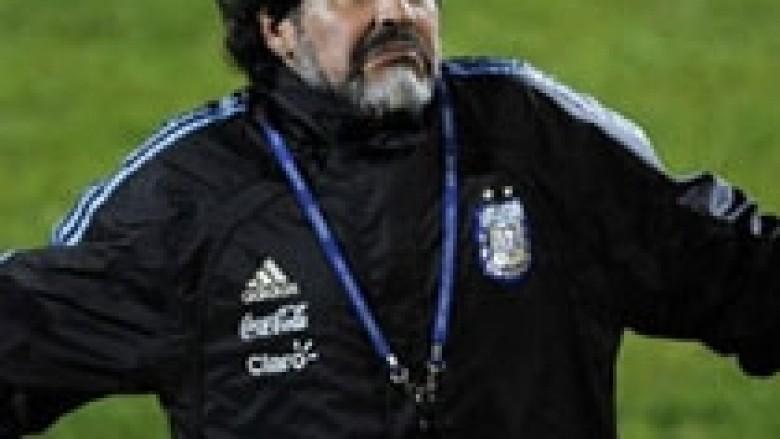 Maradona: Mourinho ia bëri mirë Casillasit