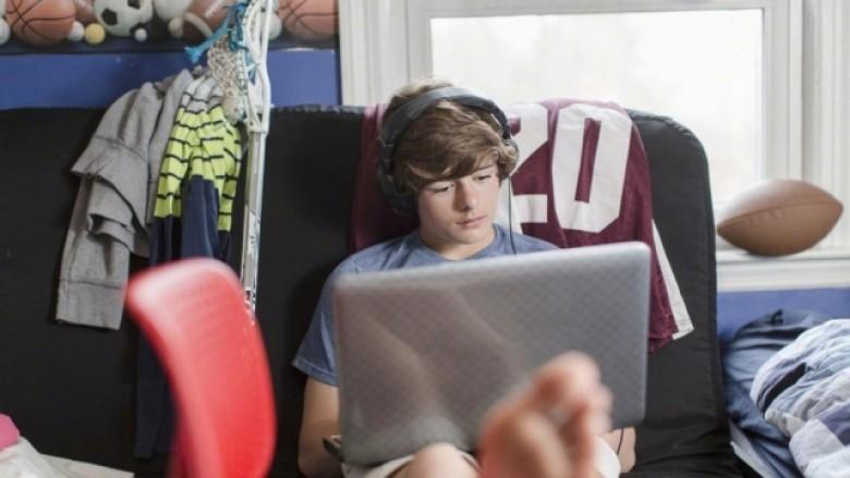 Frika nga dështimi i shtyn të rinjtë drejt botës virtuale