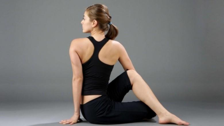 Migrenën, mbaje larg me joga