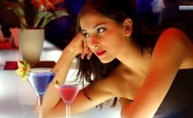 Përse femrat e bukura janë të vetmuara?