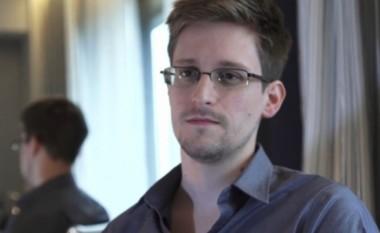"""Edward Snowden nuk përdor """"iPhone', arsyeja do t'ju bindë ta bëni edhe ju të njëjtën gjë (Video)"""
