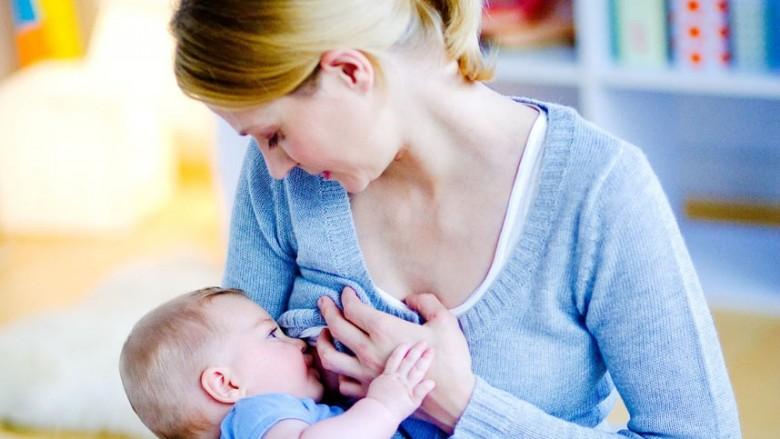 A duhet ndërprerë dhënien gji foshnjës kur shfaqen infeksionet?