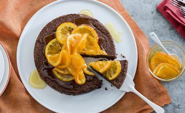 Vetëm 10 minuta dhe katër artikuj, do të keni tortë çokollate të shkëlqyeshme! (video)