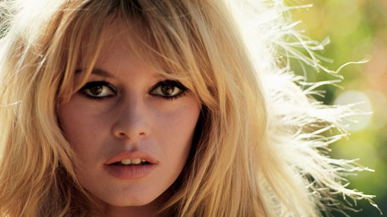 Truku francez: Si t'i bëni buzët të plota si të Brigitte Bardot (video)