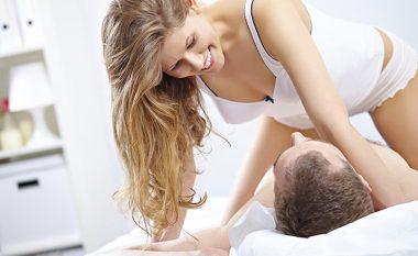 Shtatë mënyra seksi në të cilat mund t'i përdorësh flokët tuaj gjatë seksit