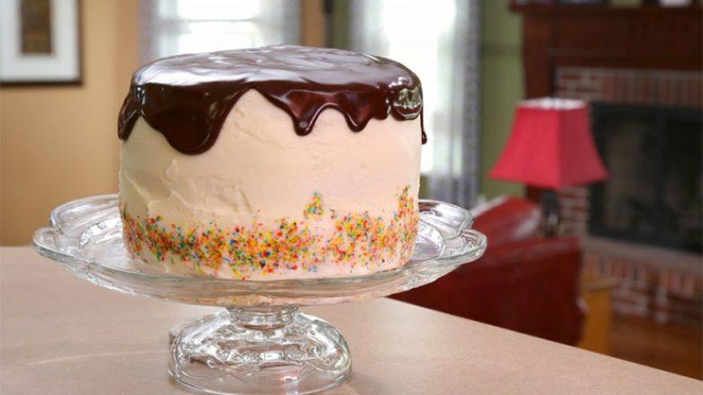Torta me më së shumti krem dhe më e lëngshme e të gjitha kohërave!