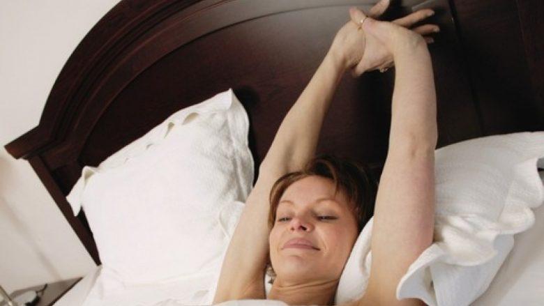 Për gjumë më të mirë duhet ta vëni jastëkun nën këmbë dhe të zgjateni