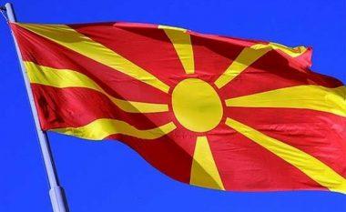 Në vend të flamurit shtetëror ngritet ai i OBRM-PDUKM-së (Foto)