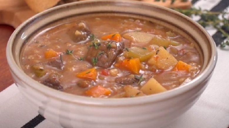 Supa më e shëndetshme me mish viçi, me perime dhe elb (video)