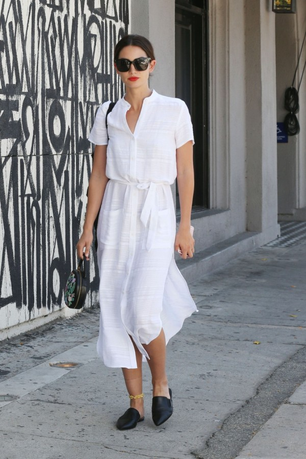 Beverly Hills, CA - Lily Aldridge lunches at Bel Bambini. The 30-year-old model changed outfits from earlier in the day and is now wearing a white dress paired with black mules. Lily brings a pop of color with red lips and an embroidered handbag. April 5, 2016, Image: 280656159, License: Rights-managed, Restrictions: NO Brazil, Model Release: no, Credit line: Profimedia, AKM-GSI