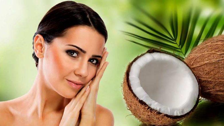 VAJI I KOKOSIT: Ndal plakjen e lëkurës dhe e bën më atë më të shkëlqyeshme!