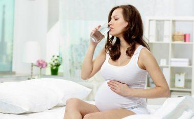 Dehidratimi gjatë shtatzënisë mund të jetë problem serioz