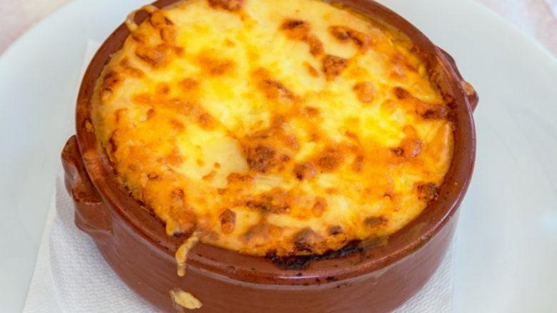 Magjitë e kuzhinave italiane dhe turke? Musaka-picë